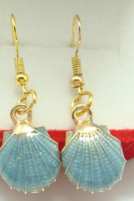 Gold plated shell earring